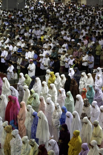 Indonesian Muslims perform prayers known as Tarawih at a mosque on July 9, 2013 in Jakarta, Indonesia. Muslims must fast in the month of Ramadan from dawn until sunset, when they break the fast with the meal known as Iftar, and some also perform Tarawih prayers, which are voluntary. ( Syamsul Bahri Muhammad/Getty Images)