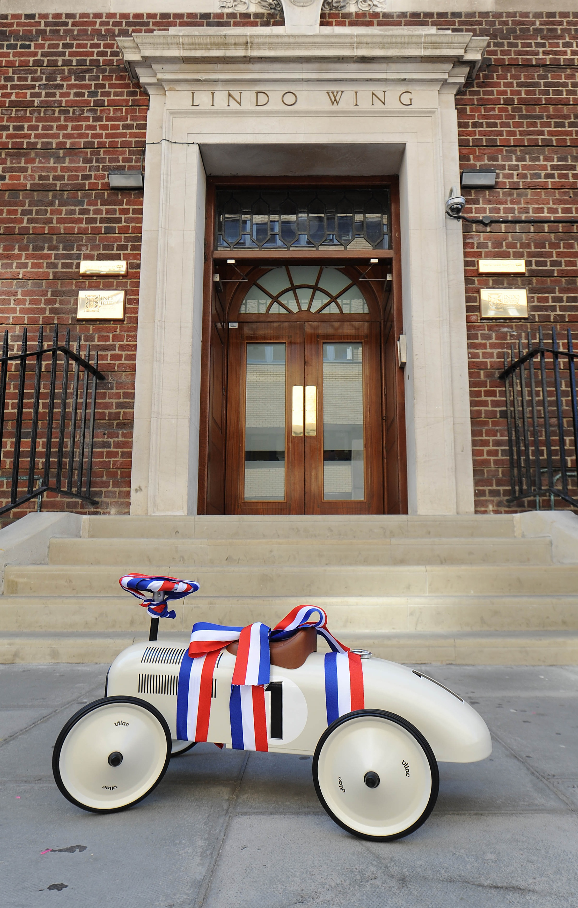 Baby Gift Delivery London : Britain waits for the birth of royal baby