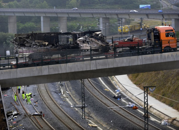 A truck transports a carriage from the scene of a train crash on July 26, 2013 at Angrois, near Santiago de Compostela, Spain. A train hurtled off the tracks on July 24, 2013 in northwest Spain killing at least 80 passengers and injuring more than 140, an official said today, the country's deadliest rail disaster in more than 40 years. (Miguel Riopa/Getty images)