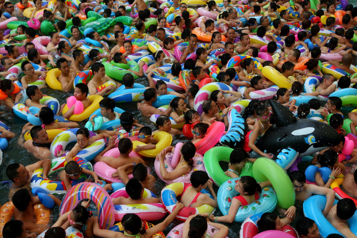July 31 photo brief chinese water park sydney rainbow for Piscine tout compris 15000