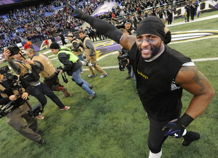 Ravens linebacker Ray Lewis does a victory lap around M&T Bank Stadium to salute the fans after the Ravens beat the Indianapolis Colts in the playoffs. (Gene Sweeney Jr./Baltimore Sun)