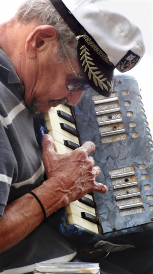 A street performer plays his accordion in Parque de las Palomas (Pigeon Park) in Old San Juan. (Robert K. Hamilton/Baltimore Sun)