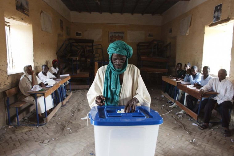 A man casts his vote during Mali's presidential election in Timbuktu, Mali, July 28, 2013. (Joe Penney/Reuters)