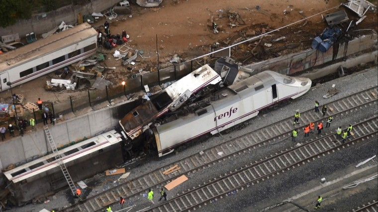 An overhead view of the wreckage of a train crash is seen near Santiago de Compostela, northwestern Spain, in this still image from video, July 25, 2013. A train derailed outside the ancient northwestern Spanish city of Santiago de Compostela on Wednesday evening, killing at least 77 people and injuring up to 131 in one of Europe's worst rail disasters. (Stringer/Reuters photo)
