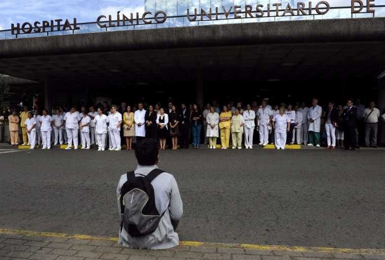 Health workers take part in a minute's silence for the victims of a train crash, at University Clinical Hospital in Santiago de Compostela, northwestern Spain, July 26, 2013. The driver of a Spanish train that derailed, killing at least 80 people, was under police guard in the hospital on Friday after the accident, which an official source said was caused by excessive speed. ( Eloy Alonso/Reuters photo)