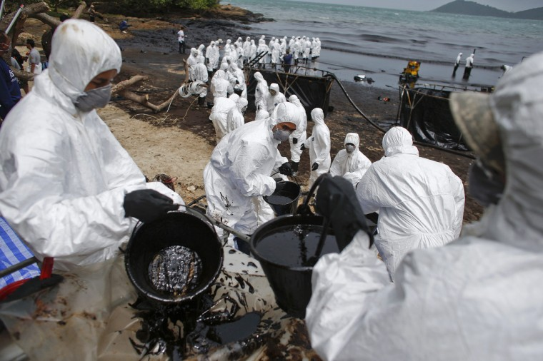 Thai soldiers in white biohazard suits take part in a clean-up operation at Ao Prao Beach on Koh Samet, Rayong. Crude oil that leaked from a pipeline in the Gulf of Thailand over the weekend has reached a Thai tourist resort, pipeline operator PTT Global Chemical Pcl said on Monday. Around 50,000 litres of crude oil poured into the sea on Saturday around 20 km (12 miles) off the coast of Rayong, southeast of the capital Bangkok. (Athit Perawongmetha/Reuters)