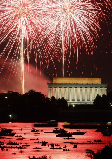 Independence Day fireworks light the sky over Washington, July 4, 2013. The iconic Washington skyline , including the Lincoln Memorial, serves as a backdrop for the U.S. national birthday celebration each year. (Jonathan Ernst/Reuters)