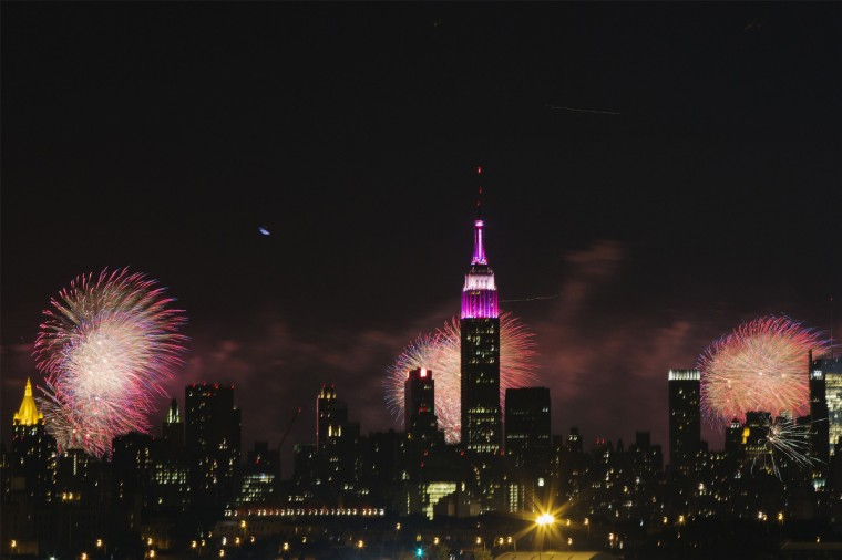 Fireworks erupt over the skyline during the fourth of July celebrations in New York July 4, 2013. (Lucas Jackson/Reuters)
