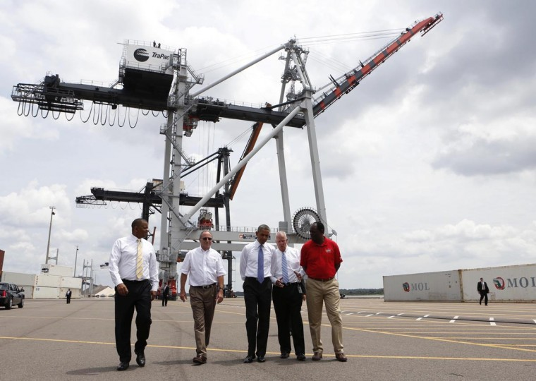 U.S. President Barack Obama takes a tour of the Jacksonville Port dock before he speaks about the U.S. economy, in Florida July 25, 2013. (Larry Downing/Reuters)
