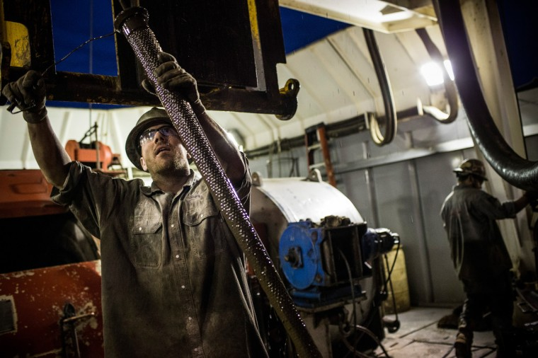 Scott Berreth, a derrick hand for Raven Drilling, works on an oil rig drilling into the Bakken shale formation on July 28, 2013 outside Watford City, North Dakota. (Andrew Burton/Getty Images)