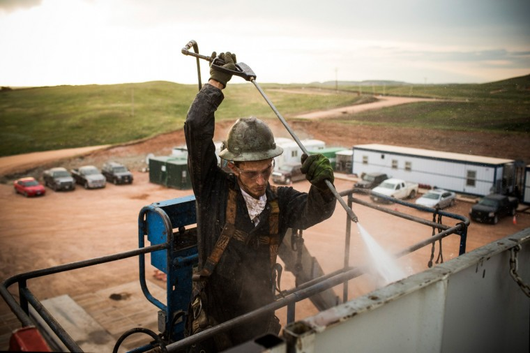 Ray Gerish, a floor hand for Raven Drilling, works on an oil rig drilling into the Bakken shale formation on July 28, 2013 outside Watford City, North Dakota. (Andrew Burton/Getty Images)