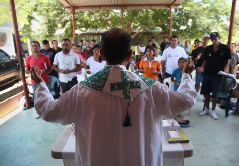 Catholic Father Alejandro Solalinde Guerra celebrates Mass with migrants during a stop in their journey to the United States, while at the Hermanos en el Camino (Brothers in the Road) shelter on August 4, 2013 in Ixtepec, Mexico. (John Moore/Getty Images)