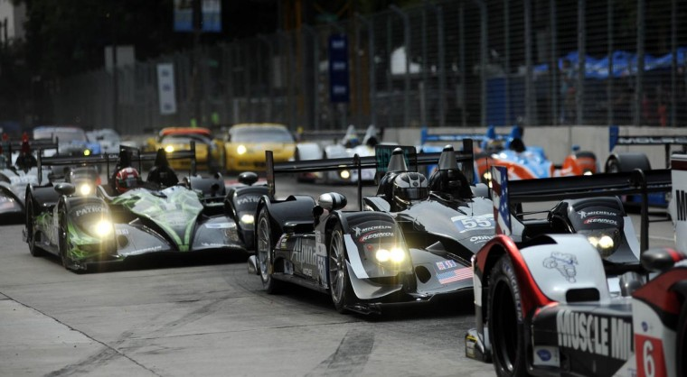 Cars in the ALMS race get up to speed seconds before a massive pileup near the start/finish line. (Jerry Jackson/Baltimore Sun)