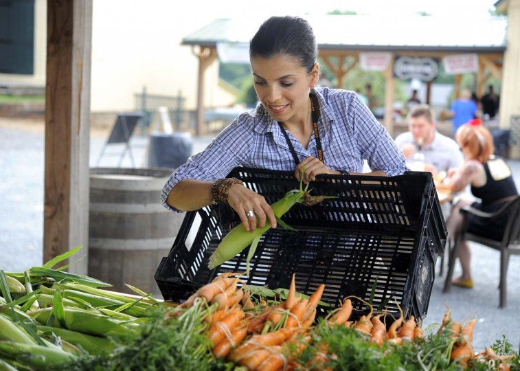 Orioles chef Jenny Perez shops for fruits and vegetables at a farmers' market at Boordy Vineyards in Hydes. (Lloyd Fox/Baltimore Sun Photo)