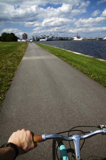 At the southern tip of Federal Hill is Fort McHenry, one of the most relaxing places in Baltimore. Coming from downtown, cyclists should take Light St. to East Fort Ave., and follow it all the way to the end. The outcome of the ride is a lovely panoramic view of the city skyline and the Chesapeake Bay. An asphalt path circles the park, allowing riders to slowly soak in the scenery. (Scott Bradley/Baltimore Sun)