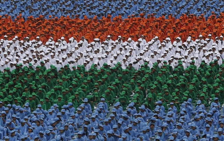 Schoolchildren take part in the Independence Day celebrations in front of the historic Red Fort, where India's Prime Minister Manmohan Singh is to address the nation, in Delhi. (Adnan Abidi/Reuters photo)