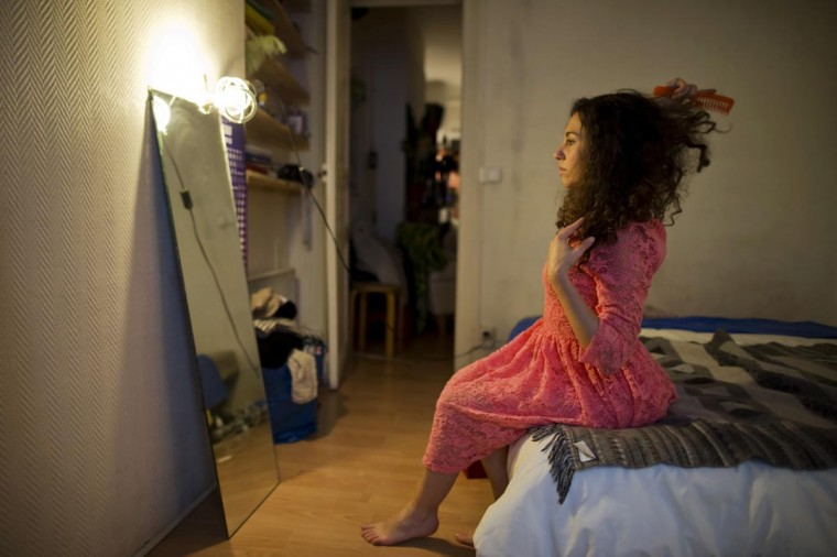 Susanna Dimitri brushes her hair at her apartment in Paris May 24, 2013. Dimitri, 29, works in Paris as a teacher, model and part-time performing artist (Intermittent du spectacle) in France. (Gonzalo Fuentes /Reuters)