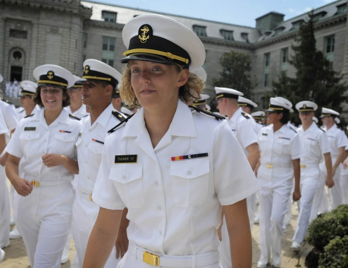 Plebes break noon formation to see family and friends after six week Plebe Summer. (Erin Kirkland/Baltimore Sun)