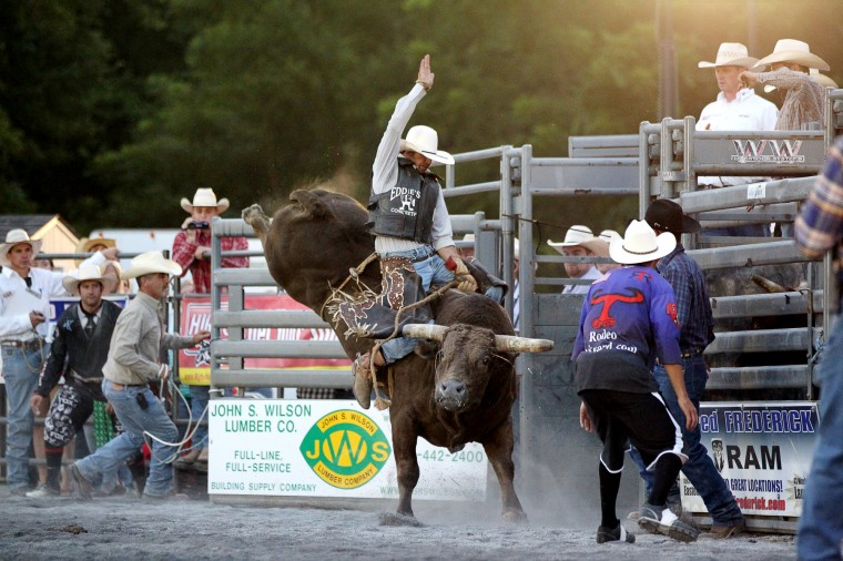 A bull rider hangs on. (Jen Rynda/BSMG)