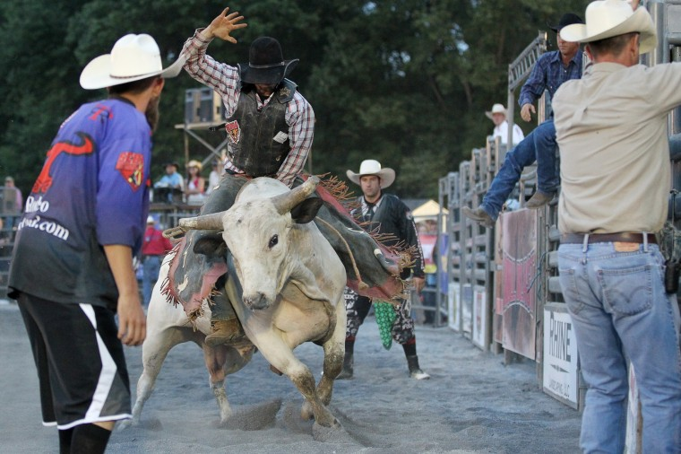 A rider hangs on during the Bull Blast. (Jen Rynda/BSMG)