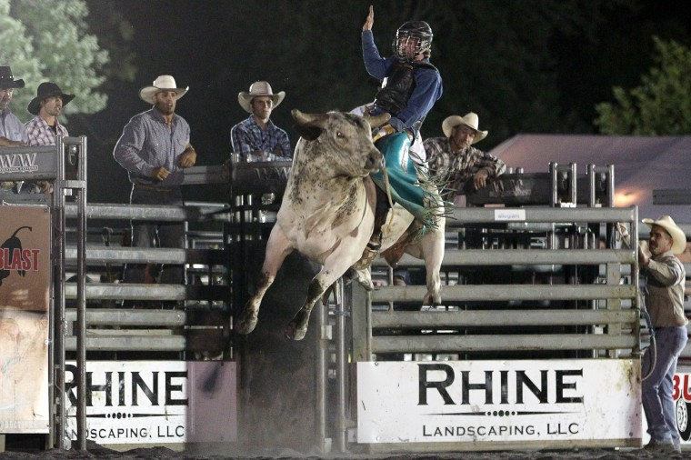 A rider holds on during the Bull Blast (Jen Rynda/BSMG)