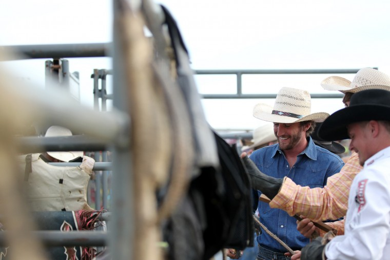 Bull rider Kyle Andrews, center, of Valley, Ala. gets ready for the Bull Blast. (Jen Rynda/BSMG)
