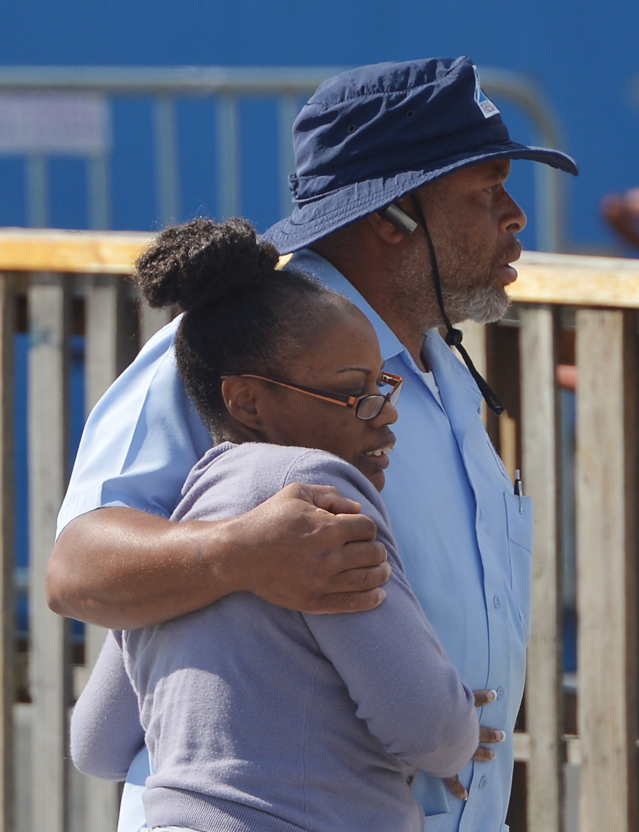 single women in washington navy yard Aaron alexis killed 12 people after opening fire at the washington navy yard on  represents the single worst loss of life in  he heard a woman.