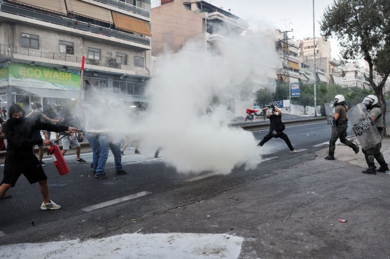 Anti-fascist protesters clash with riot police in Athens after a leftist musician was murdered by a suspected neo-Nazi. (LOUISA GOULIAMAKI / AFP/Getty Images)