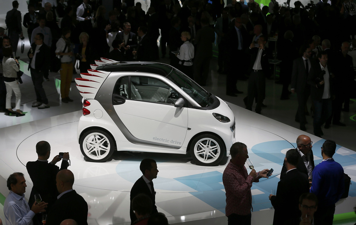 Smart electric drive Jeremy Scott edition car is presented
