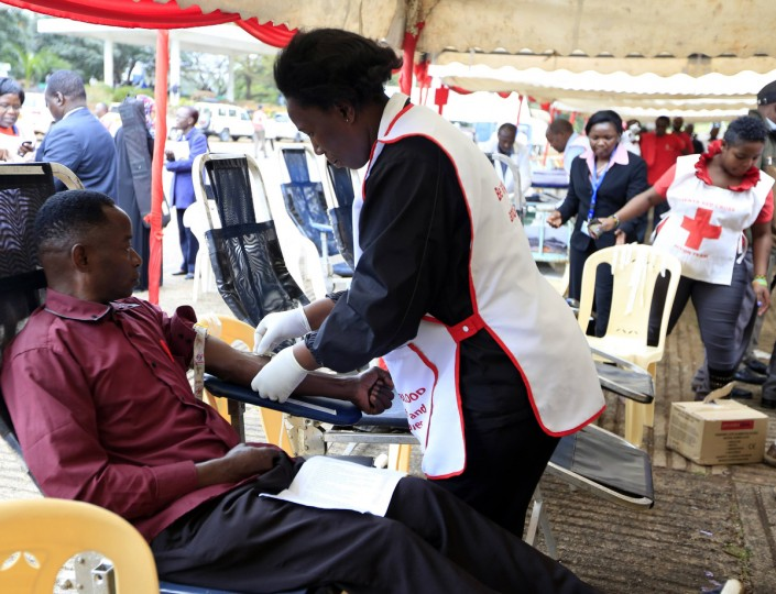 A man donates blood to the injured victims of the attack on a shopping mall at a temporary donation centre at Uhuru Park grounds in Nairobi September 23, 2013. Gunfire and explosions sounded on Monday from the Nairobi mall where militants from Somalia's al Qaeda-linked al Shabaab group threatened to kill hostages on the third day of a raid in which at least 68 have already died. (Noor Khamis/Reuters photo)