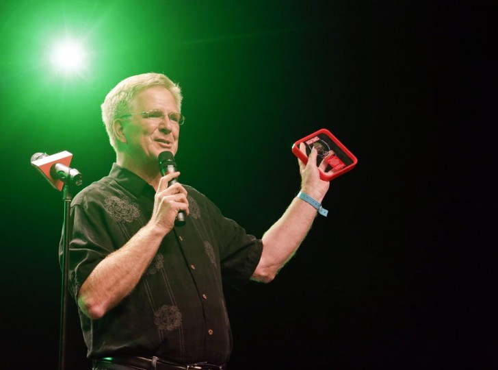 Travel author and host Rick Steves receives the Dr. Lester Grinspoon Lifetime Achievement Award at the High Times U.S. Cannabis Cup in Seattle, Washington September 8, 2013. (Jason Redmond/Reuters)
