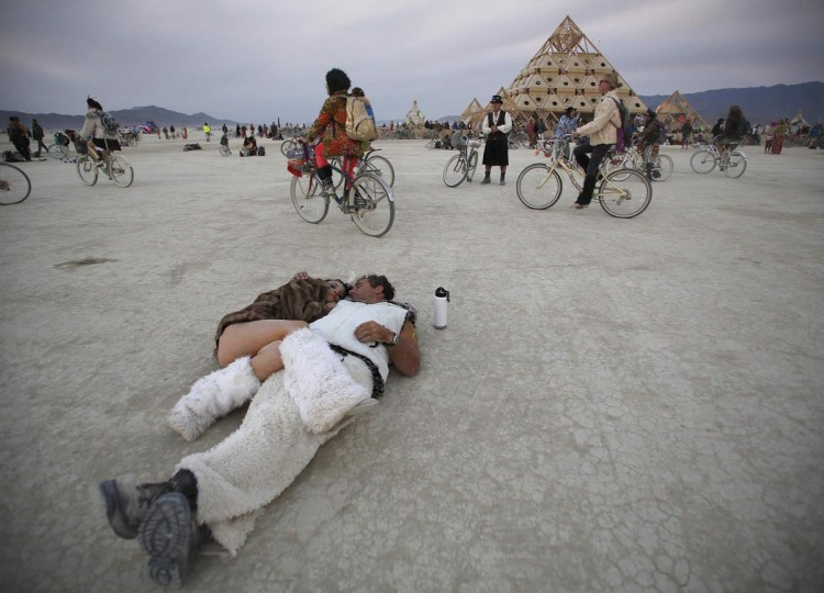 Participants cuddle at sunrise at the Temple of Whollyness during the Burning Man 2013 arts and music festival in the Black Rock Desert of Nevada, August 31, 2013. (Jim Urquhart/Reuters)