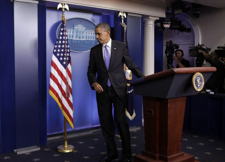 U.S. President Barack Obama leaves the briefing room of the White House in Washington after the Senate passed the bill to reopen the government, October 16, 2013. The U.S. Senate overwhelmingly approved a deal on Wednesday to end a political crisis that partially shut down the federal government and brought the world's biggest economy to the edge of a debt default that could have threatened financial calamity. REUTERS/Yuri Gripas (UNITED STATES - Tags: BUSINESS POLITICS) ORG XMIT: WASG123