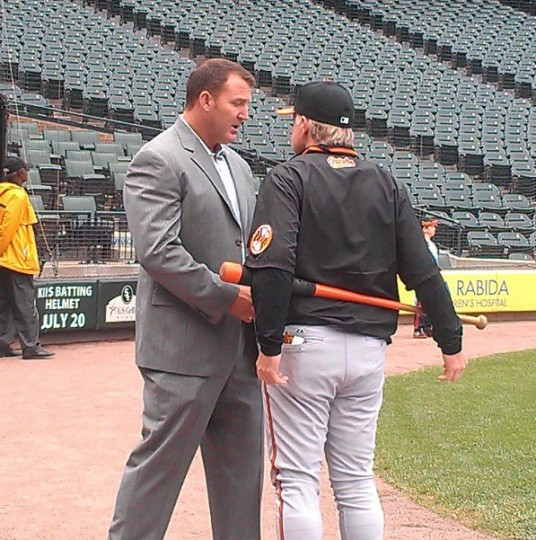Former Oriole Jim Thome chats with Buck Showalter in Chicago in July 2, 2013.