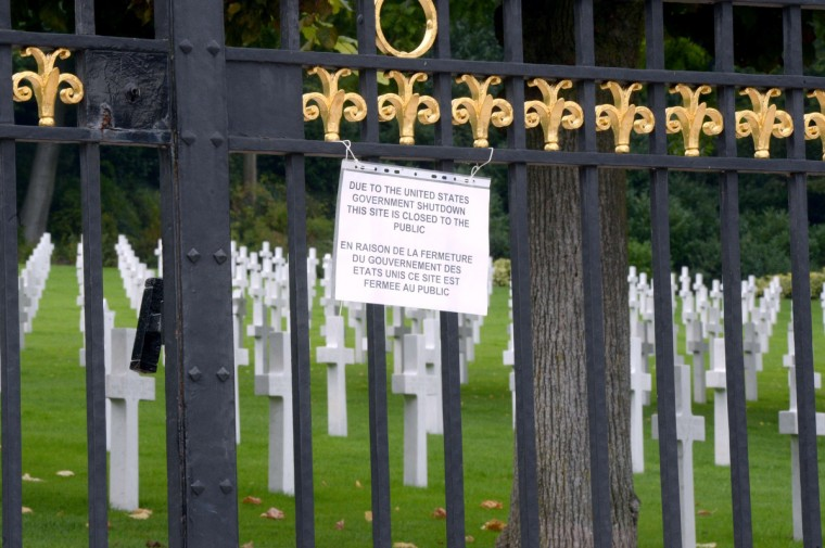 A board informs visitors of the closing of the Suresnes American Cemetery and Memorial, west of Paris, on October 1, 2013, after US Congress was unable to agree on a federal budget and shut down for the first time in 17 ye