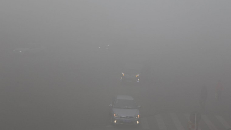 Motorists and pedestrians commute during a period of heavy smog in Harbin, located in northeast China's Heilongjiang province. (AFP/Getty photo)
