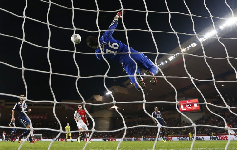 Lyon goalkeeper Anthony Lopes jumps to catch the ball during the French L1 football match Monaco (ASM) vs Lyon (OL) (VALERY HACHE / AFP/Getty Images)