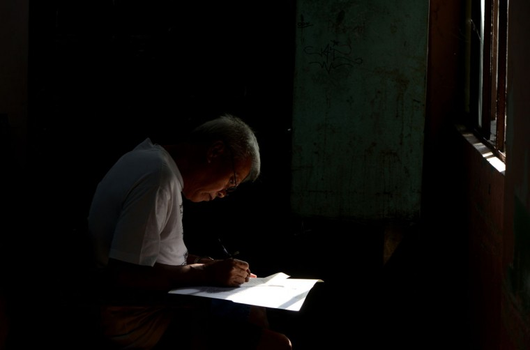 An elderly man casts his vote at an elementary school in Manila. (NOEL CELIS / AFP/Getty Images)