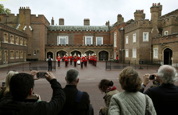 Royal fans wait outside St James's Palace before the christening of Prince George in London. (Suzanne Plunkett/Reuters)
