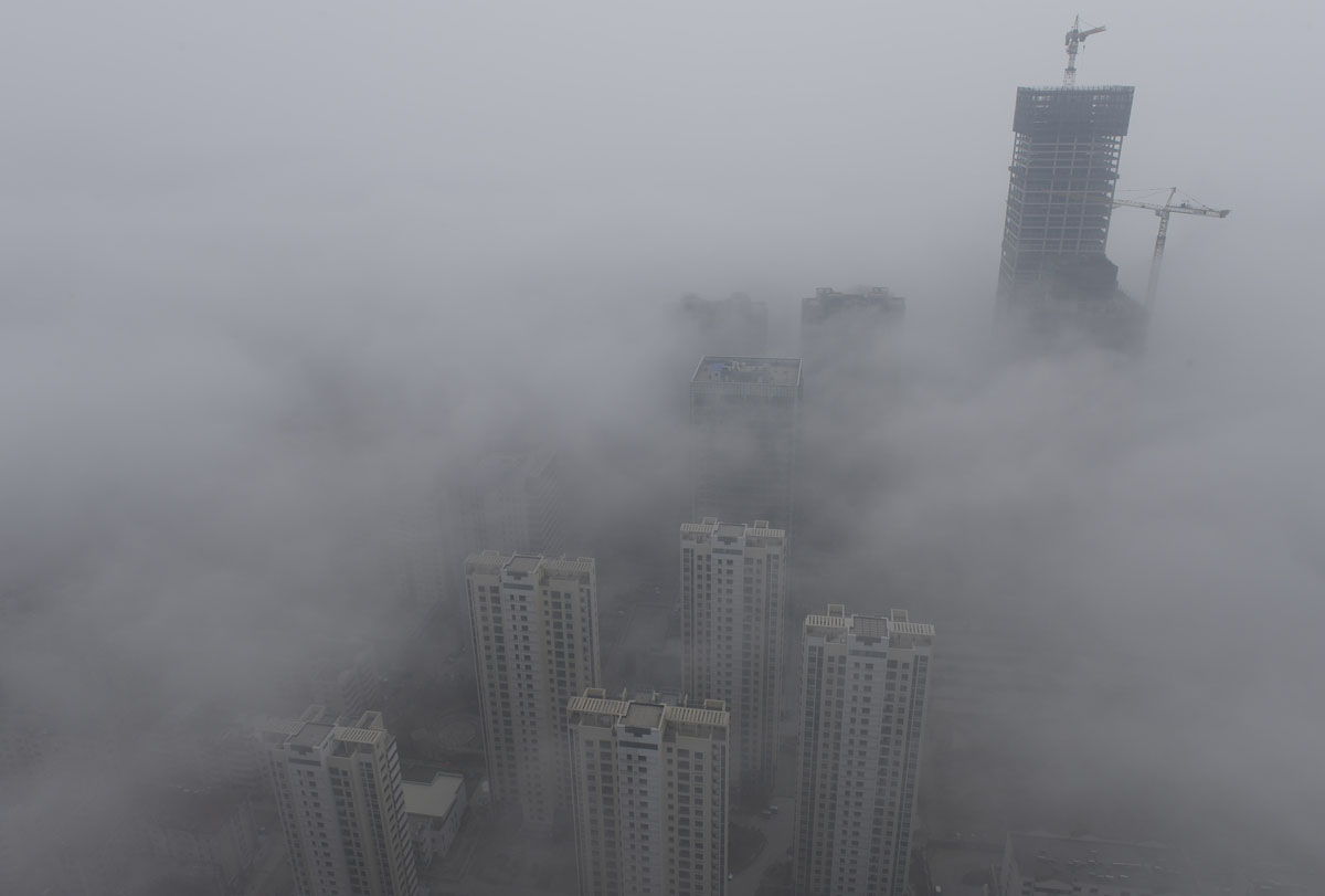 Heavy smog hits China as pollution crisis continues