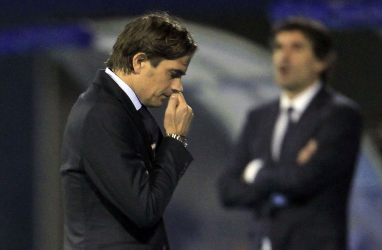 PSV Eindhoven's head coach Phillip Cocu (L) reacts next to Dinamo Zagreb's head coach Zoran Mamic during their Europa League match at Maksimir stadium in Zagreb October 24, 2013. (Antonio Bronic/Reuters)
