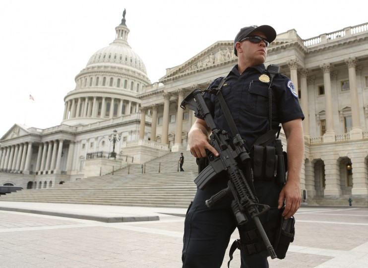 A U.S. Capitol Police officer stands guard following a shooting near the U.S. Capitol in Washington, October 3, 2013. The Capitol was in lockdown on Thursday after gunshots were fired outside the building, injuring several people including a law enforcement officer, a Senate aide and a Capitol police officer said. (Kevin Lamarque/Reuters)