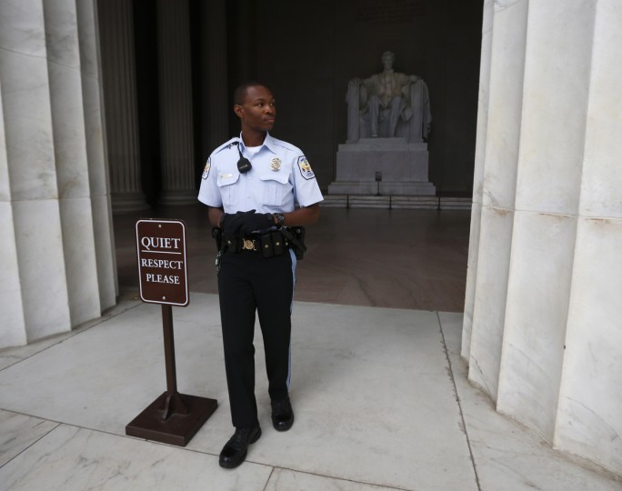 The Lincoln Memorial is sealed off from visitors in Washington October 1, 2013. The U.S. government began a partial shutdown on Tuesday for the first time in 17 years, potentially putting up to 1 million workers on unpaid leave, closing national parks and stalling medical research projects. (Jason Reed/Reuters photo)