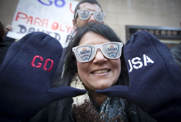 "A fan poses for a photo wearing mittens ahead of the Winter Olympics in Sochi on NBC's ""Today"" show in New York, October 29, 2013. (Carlo Allegri/Reuters)"