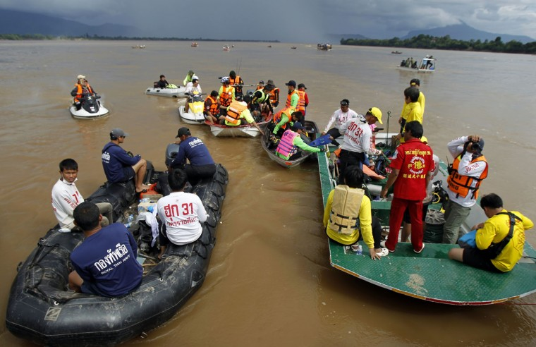 Rescue personnel in boats prepare before going to search for victims at the crash site of a Lao Airlines ATR-72 turboprop plane in the Mekong river. (REUTERS/Chaiwat Subprasom)