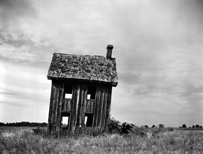 The flat terrain suggest Maryland's Eastern Shore, but it's not clear where the photographer stumbled upon this picturesque ruin of a house in his travels around the state in the spring of 1966. (A. Aubrey Bodine/Baltimore Sun)