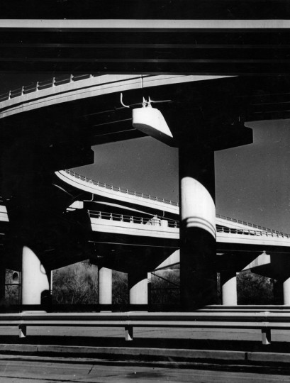The Jones Falls Expressway curves near 29th Street in this photo from July 1967. Efforts to get the highway constructed began in the mid 1950s. (Robert F. Kniesche/Baltimore Sun)