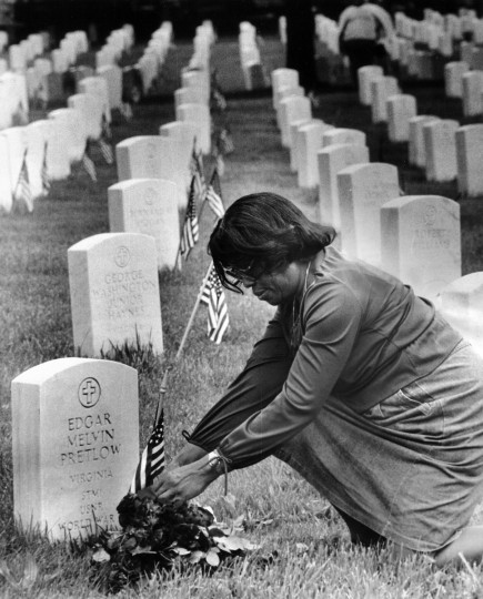 Ethel Heartwell Pretlow arranges flowers on her husband's grave in Baltimore National Cemetery on Memorial Day in 1983. Her husband, Edgar Melvin Pretlow, served in the Navy during World War II and died in 1964. (Walter M. McCardell/Baltimore Sun)