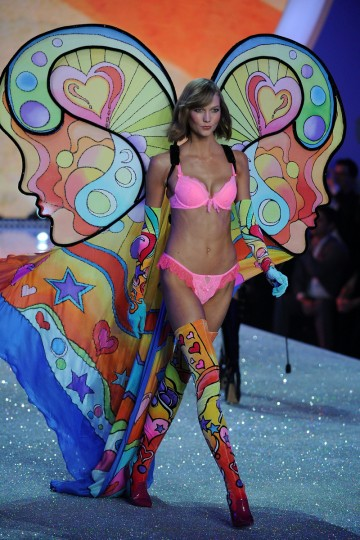 Model Karlie Kloss walks the runway at the 2013 Victoria's Secret Fashion Show at Lexington Avenue Armory on November 13, 2013 in New York City. (Bryan Bedder/Getty Images for Swarovski)