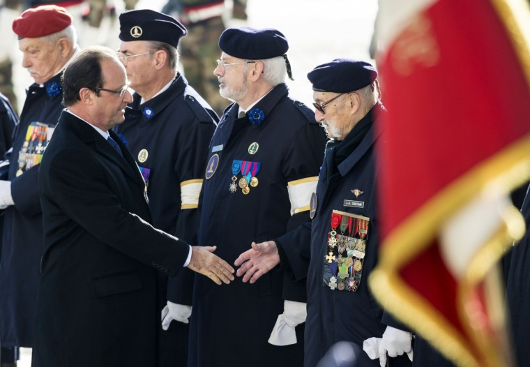 French President Francois Hollande (L) shakes hands with war veterans on November 11, 2013 during a ceremony commemorating the end of World War I at the Arch of Triumph in Paris. (Ian Langsdon/Getty Images)